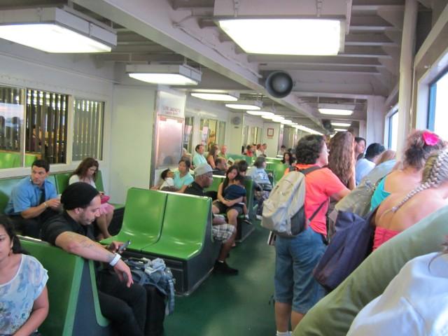 Interior de um Ferry Boat
