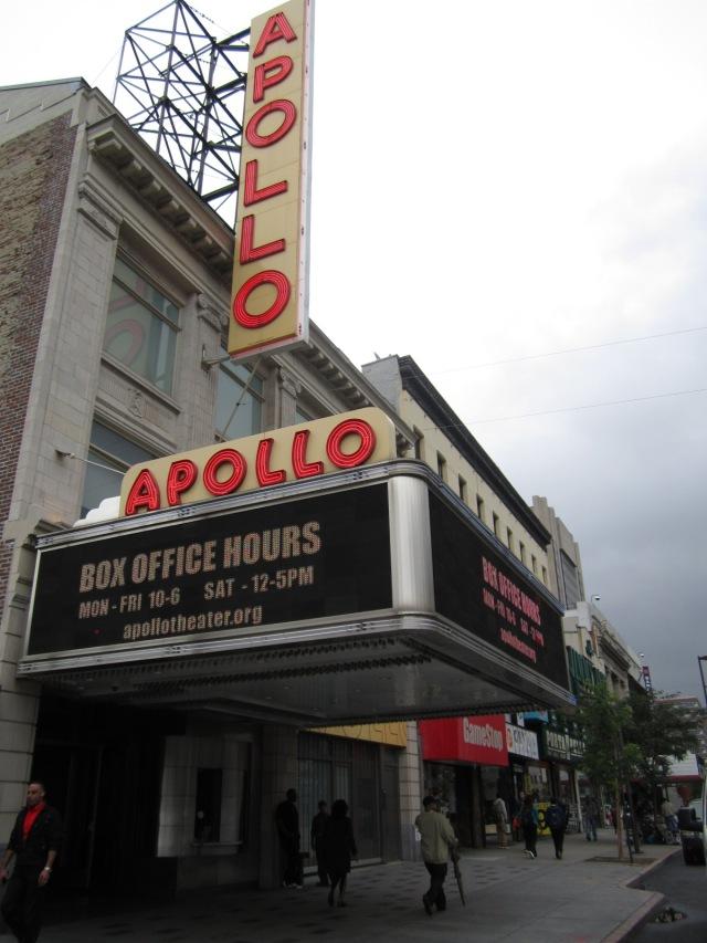 Fachada do Appolo Theater, no Harlem